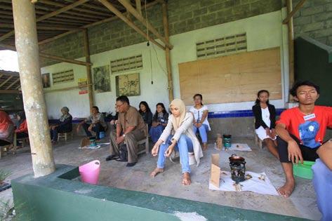 LATIHAN DENGAN SELURUH TUBUH WORKSHOP BATIK TINGKAT SMK DAN MAHASISWA